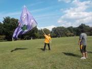 大旗を振っているのは、私、代表の小山です